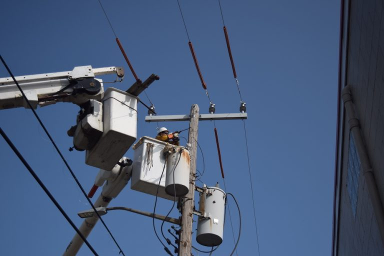 How electricity is distributed and transmitted